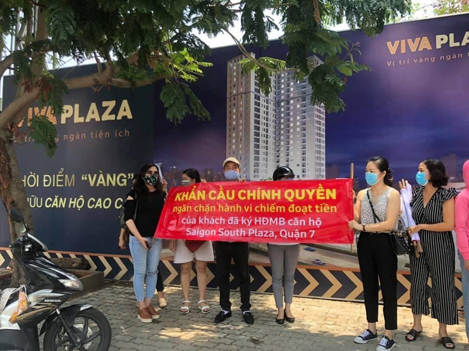 Người mua nhà ở dự án Saigon South Plaza căng băng rôn cảnh báo 5
