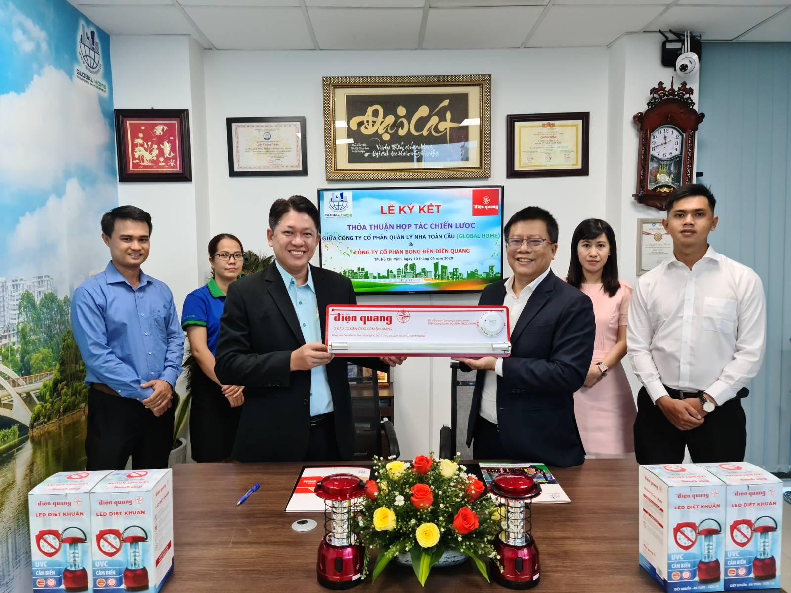 Công ty CP Quản Lý Nhà Toàn Cầu ký kết hợp tác chiến lược với Công ty CP Bóng Đèn Điện Quang 2