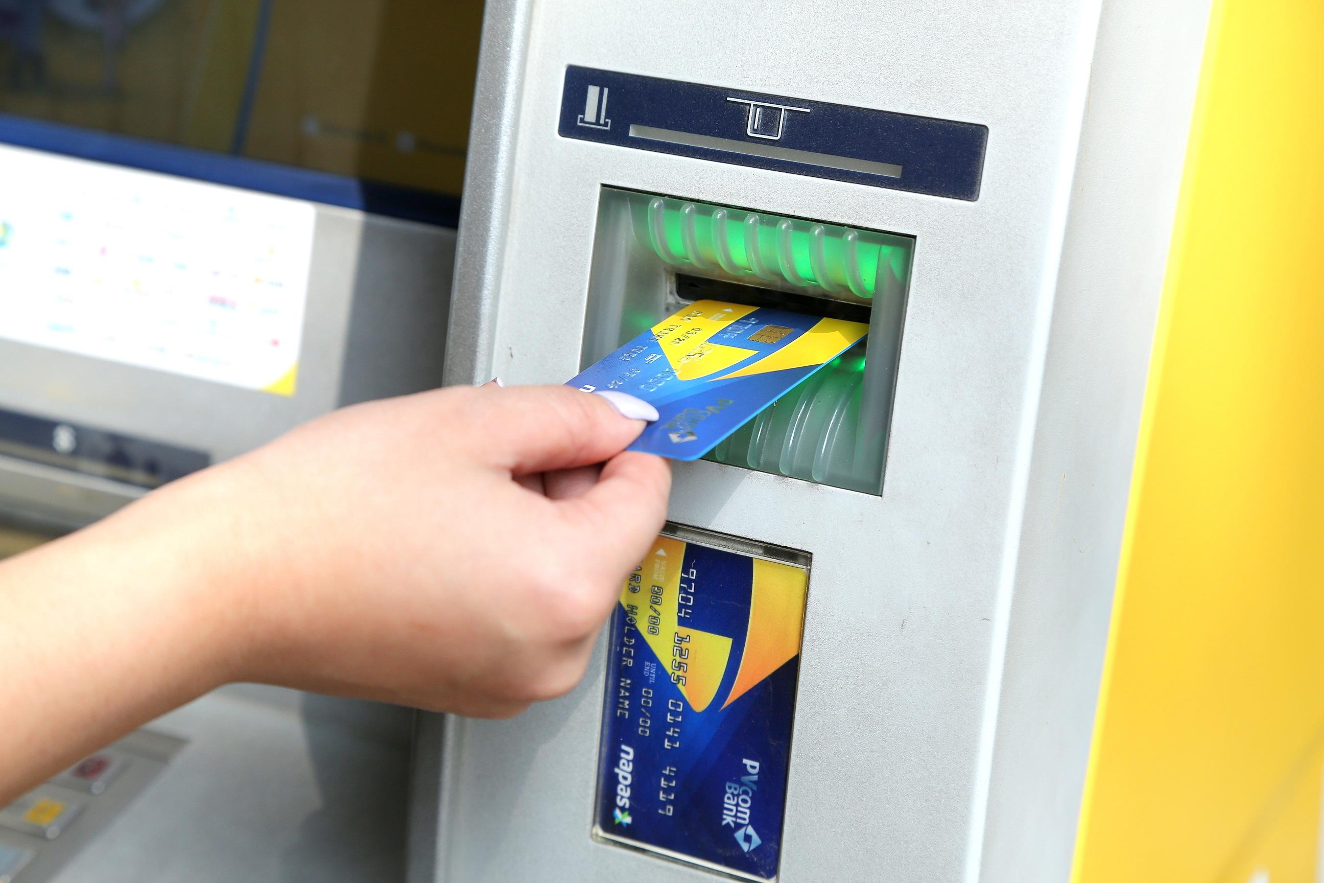 Thẻ Chip nội địa theo chuẩn VCCS sẽ giúp cho các giao dịch của thẻ PVcomBank được bảo mật và giảm tối đa rủi ro gian lận, giả mạo.