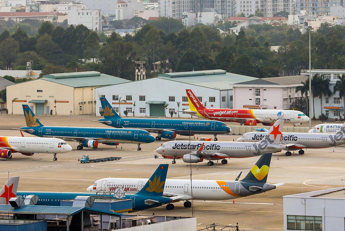 Máy bay của các hãng hàng không Việt Nam đậu tại sân bay Tân Sơn Nhất. Ảnh: VnExpress