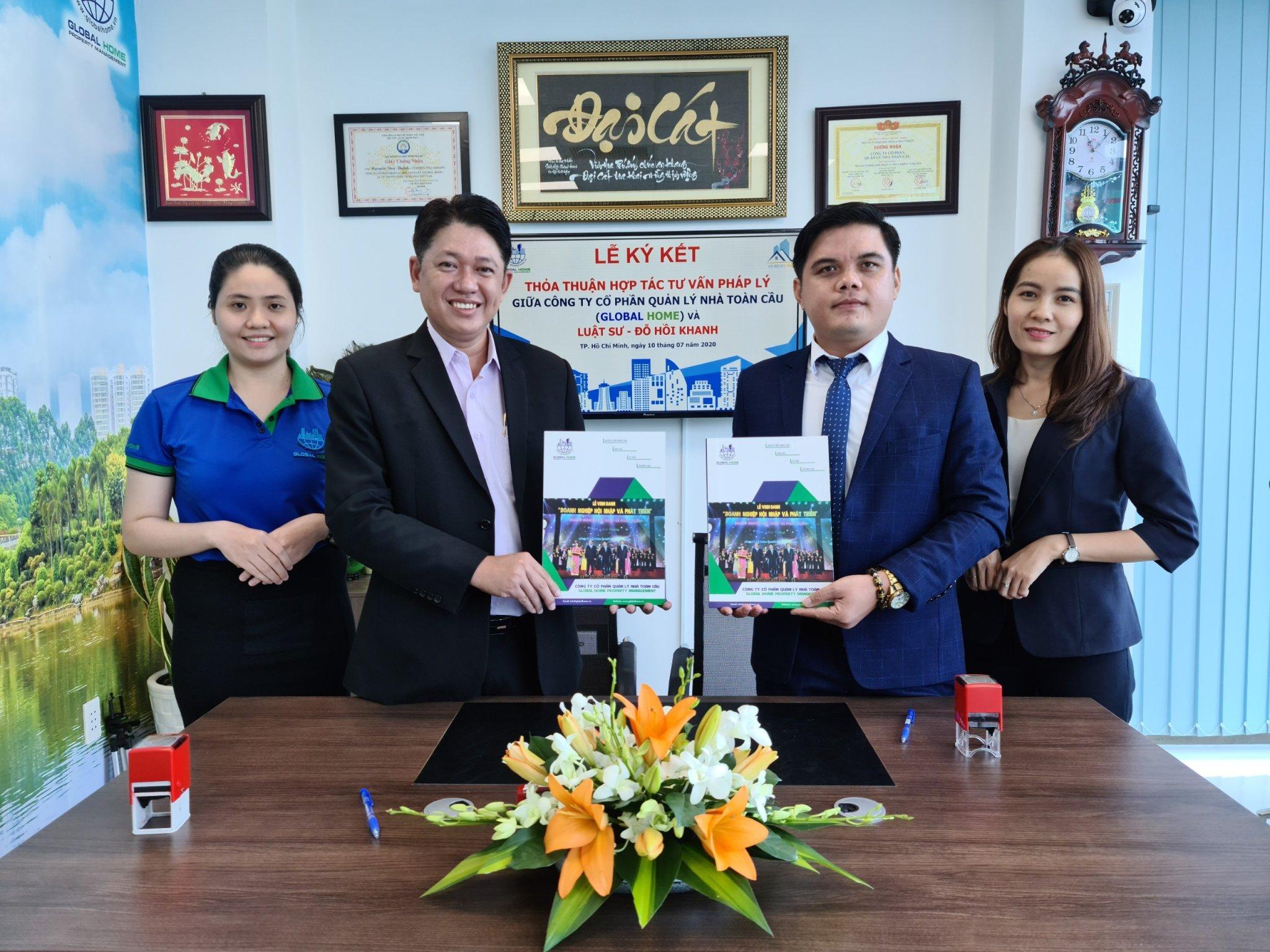 Ông Nguyễn Duy Thành – Chủ tịch HĐQT kiêm TGĐ Công ty CP Quản Lý Nhà Toàn Cầu ký kết hợp tác tư vấn pháp lý cùng Luật sư Đỗ Hồi Khanh