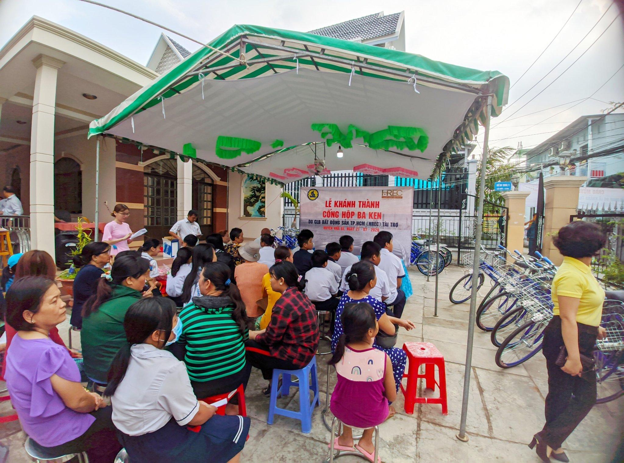 CLB Bất động sản TP.HCM tài trợ cống hộp hơn 300 triệu cho huyện Nhà Bè 1