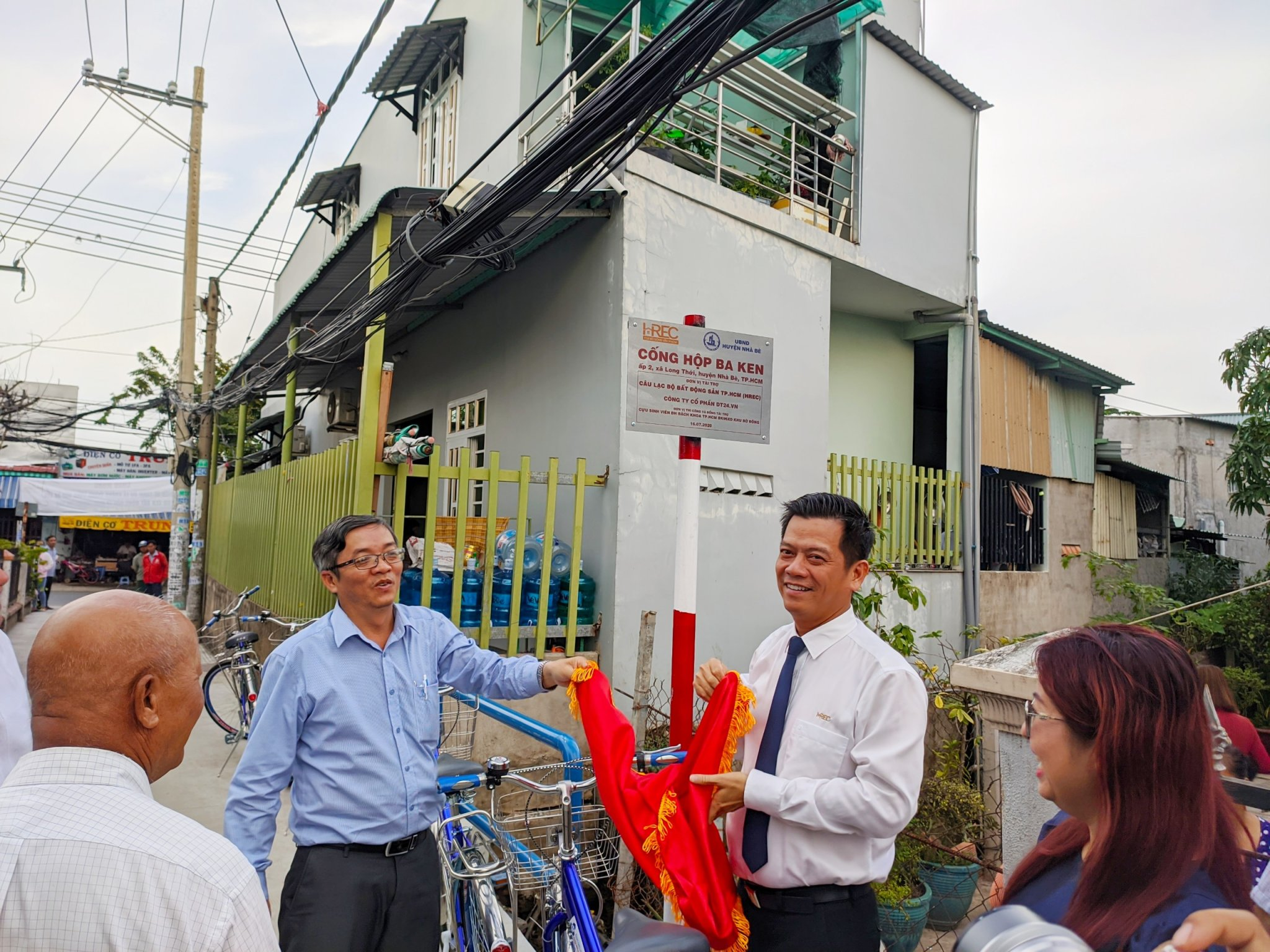 CLB Bất động sản TP.HCM tài trợ cống hộp hơn 300 triệu cho huyện Nhà Bè 2