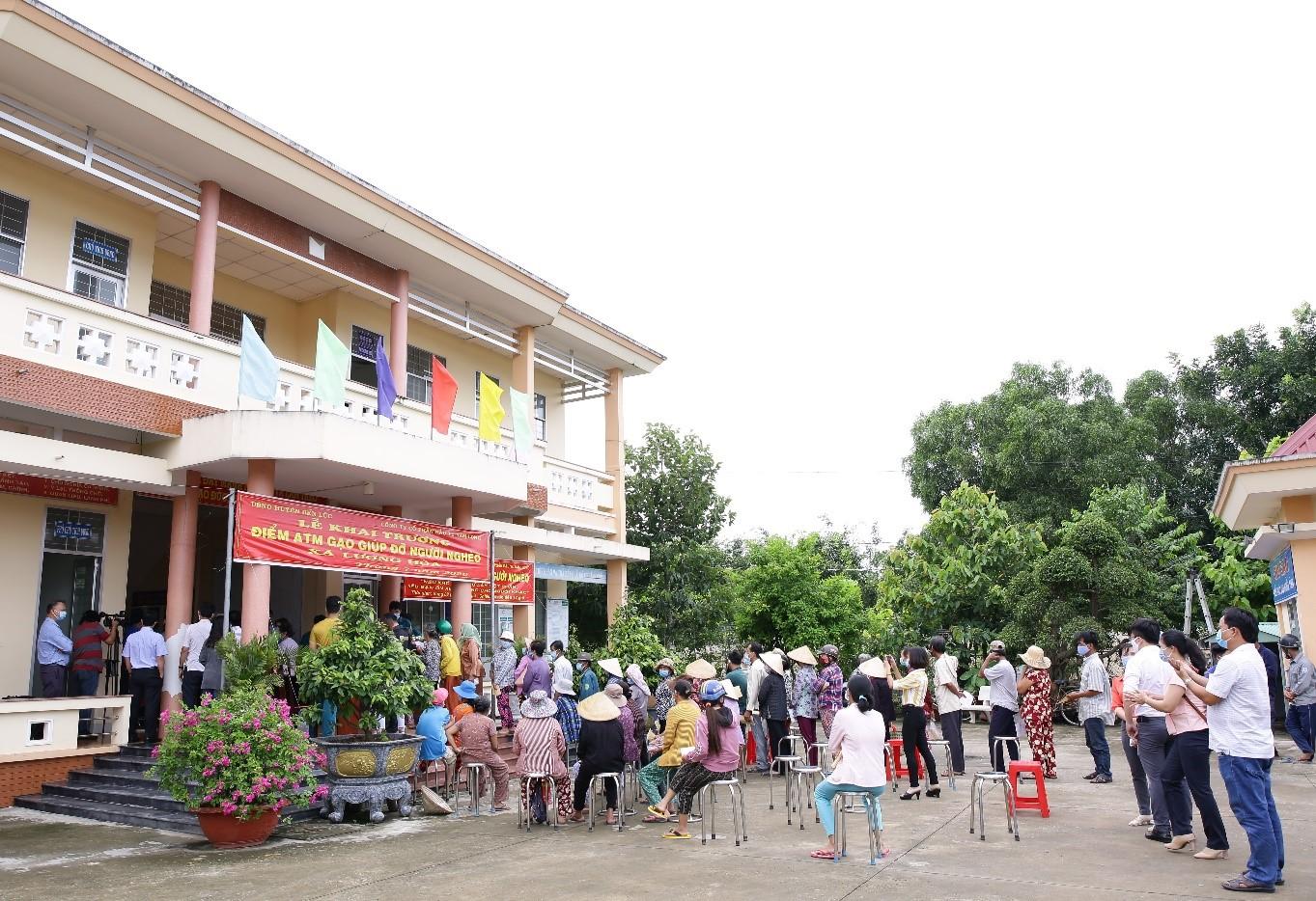 Tập đoàn Nam Long hỗ trợ hệ thống ATM gạo tại tỉnh Long An, tiếp sức cộng đồng cùng vượt khó 8