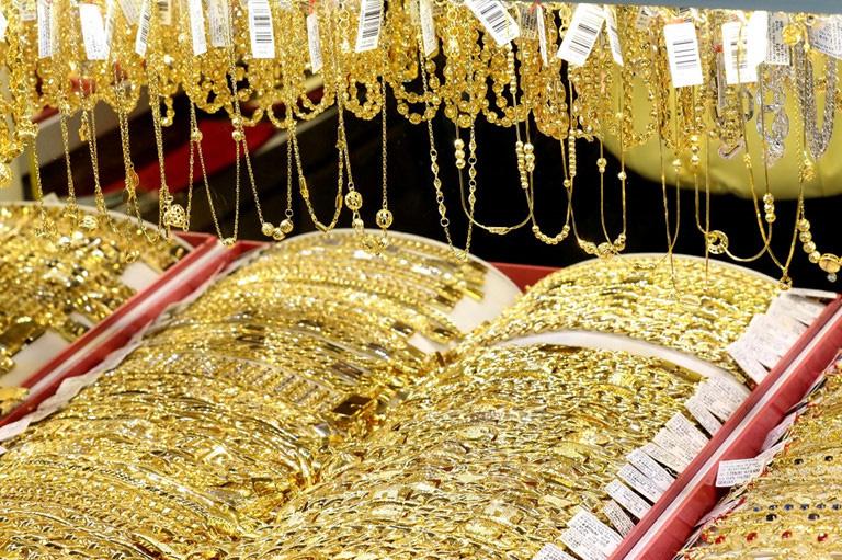 Vàng, trái phiếu đe dọa bất động sản! 1