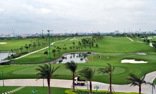 Sân golf trong sân bay Tân Sơn Nhất có quy mô gần 160 ha, 36 lỗ, kết hợp các dịch vụ vui chơi giải trí cao cấp, trung tâm hội nghị, khách sạn 5 sao,... Ảnh: VnExpress