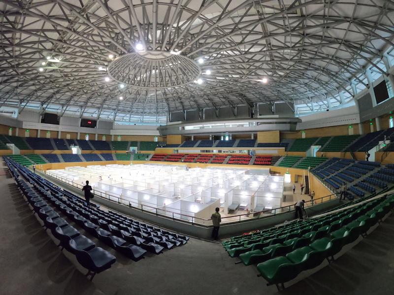 Sau 3,5 ngày thi công lắp ráp khẩn trương, gấp rút, Bệnh viện dã chiến đã được hoàn thiện tại Cung thể thao Tiên Sơn