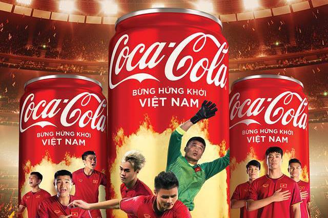 """Coca-Cola Việt Nam từng ném trải """"quả đắng"""" với slogan chiến dịch quảng cáo """"Mở lon Việt Nam"""" gây tranh cãi. Ảnh: Coca-Cola Việt Nam"""