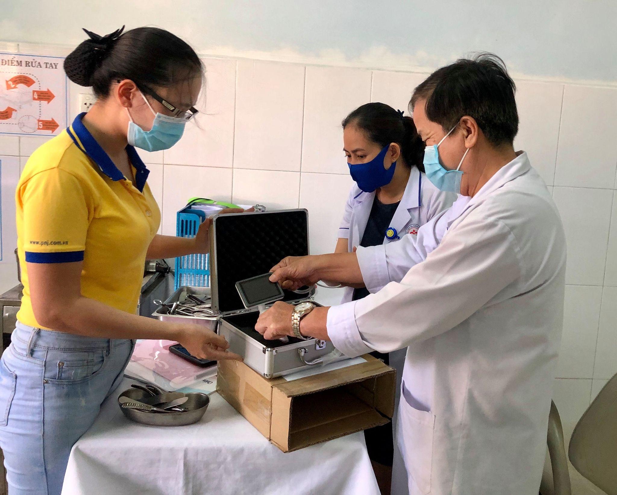 PNJ trao tặng thiết bị y tế cho bệnh viện tại Quảng Nam và Quảng Trị 1