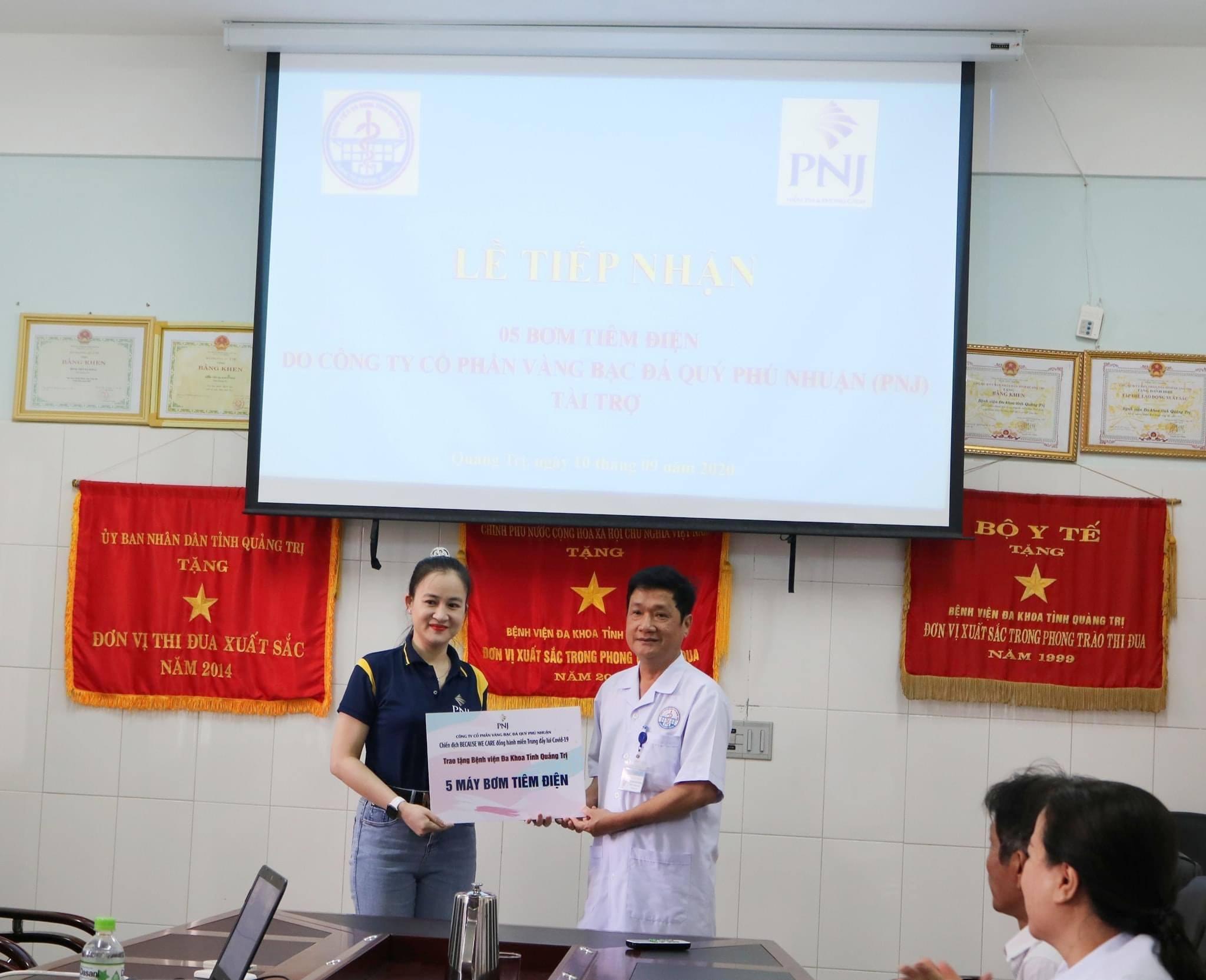 PNJ trao tặng thiết bị y tế cho bệnh viện tại Quảng Nam và Quảng Trị 4