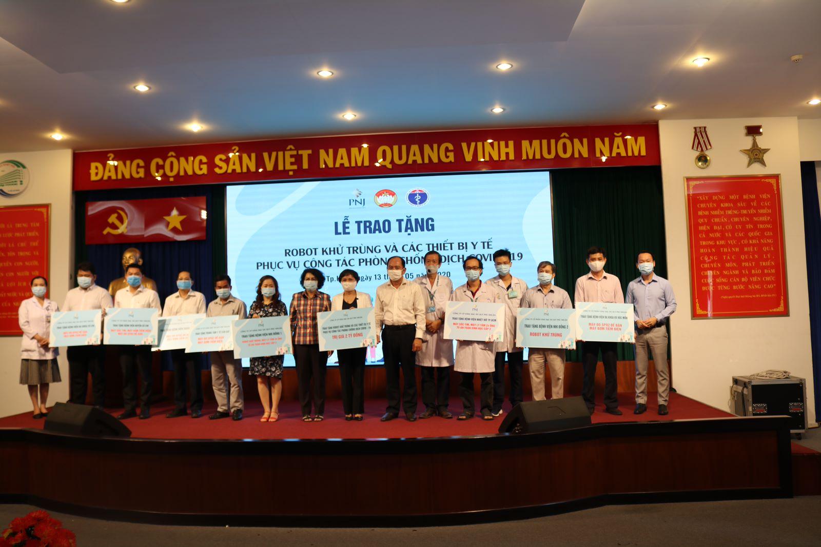PNJ trao tặng thiết bị y tế cho bệnh viện tại Quảng Nam và Quảng Trị 6