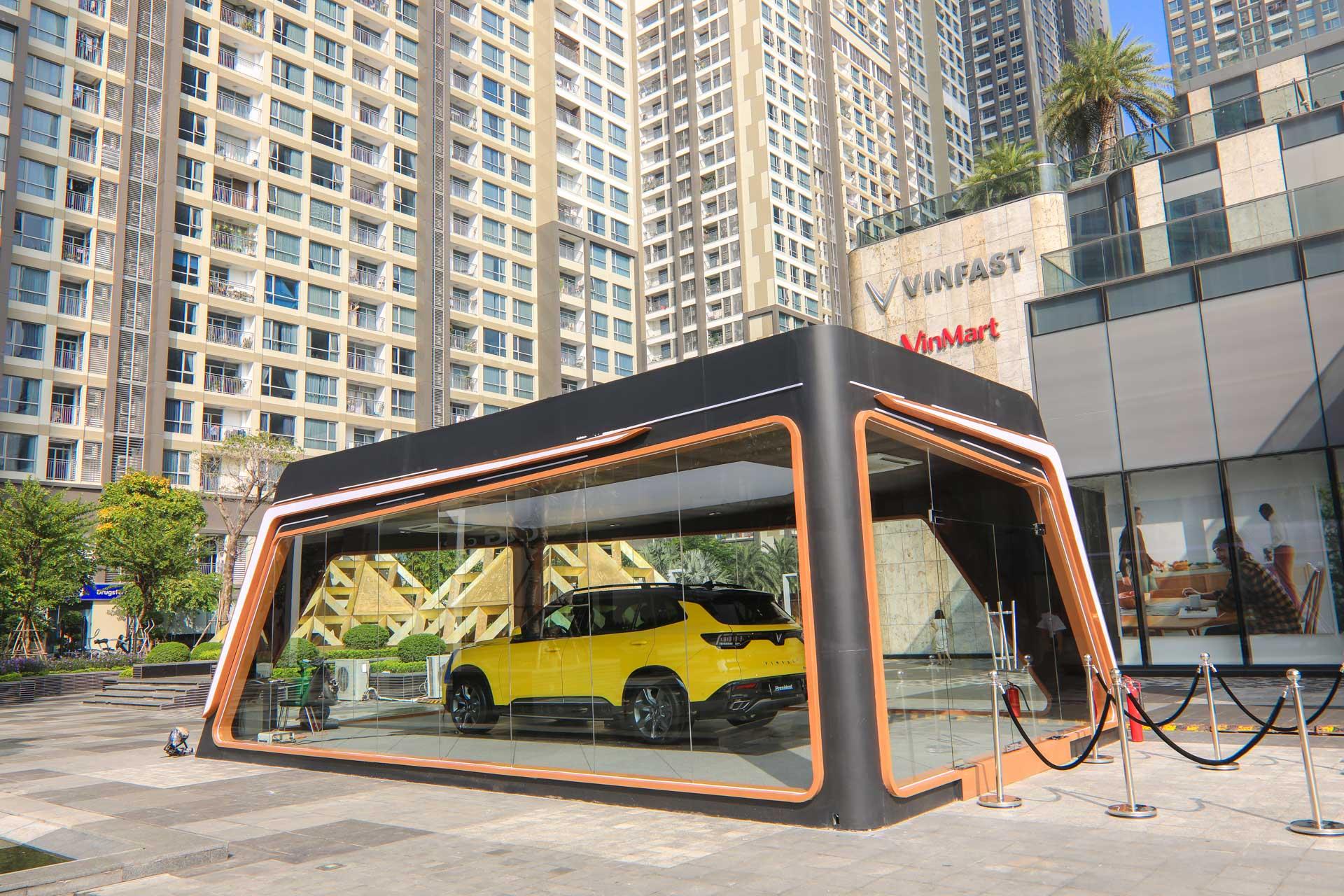 VinFast President khoe dáng bên Landmark 81: Chất từ xe đến… phòng trưng bày 9