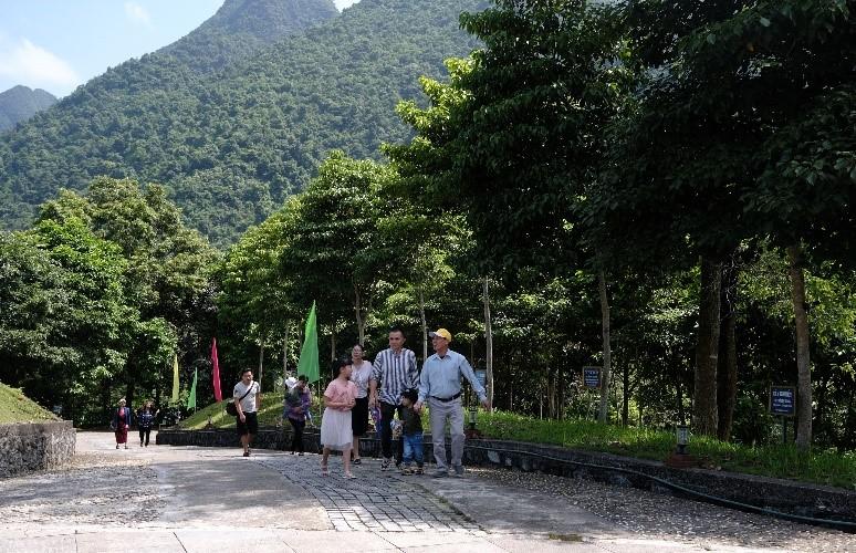 Vinamilk trồng cây tại các địa danh lịch sử mang lại giá trị tinh thần và lợi ích thiết thực 2