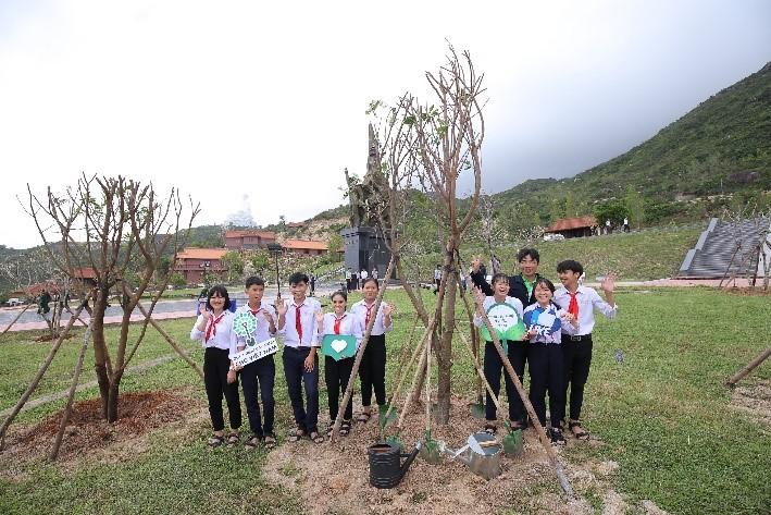 Vinamilk trồng cây tại các địa danh lịch sử mang lại giá trị tinh thần và lợi ích thiết thực 13