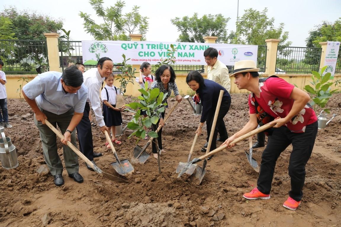 Vinamilk trồng cây tại các địa danh lịch sử mang lại giá trị tinh thần và lợi ích thiết thực 11