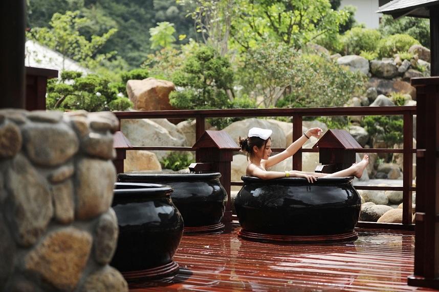 Bên trong khu onsen riêng tư sang chảnh tại Yoko Onsen Quang Hanh 14