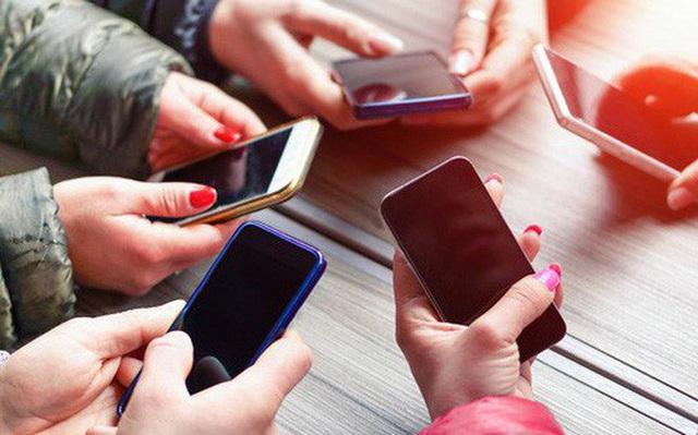 Vấn đề cho hay không cho phép học sinh dùng điện thoại trong lớp là vấn đề gây tranh cãi ở nhiều nước, ngay cả ở những nước tiên tiến với nền giáo dục phát triển. Ảnh: Dân trí
