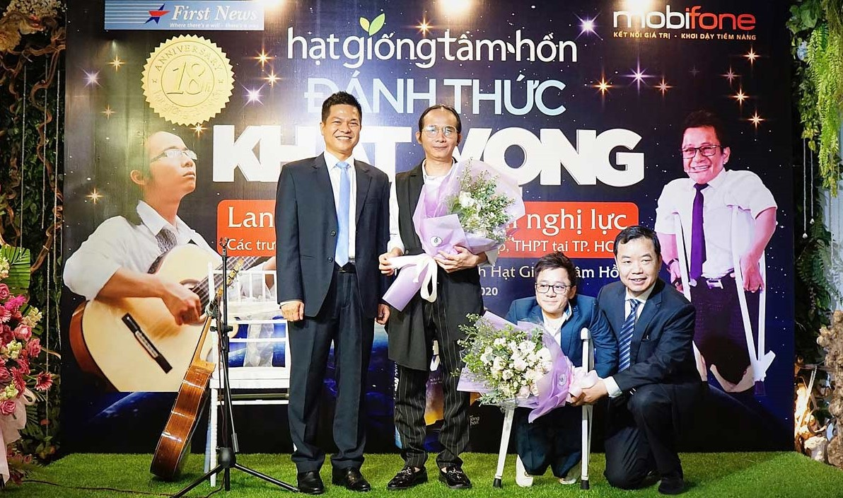 Ông Lý Quốc Minh - GĐ MobiFone KV II cùng diễn giả Nguyễn Sơn Lâm và Hà Chương