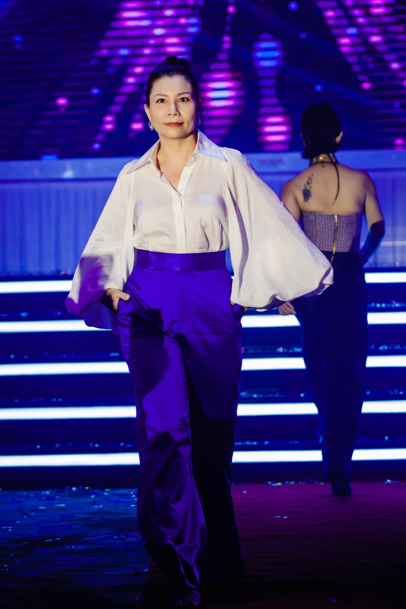 """Những """"người mẫu"""" đặc biệt tự tin catwalk với bộ sưu tập của Mr Crazy & Lady Sexy 15"""