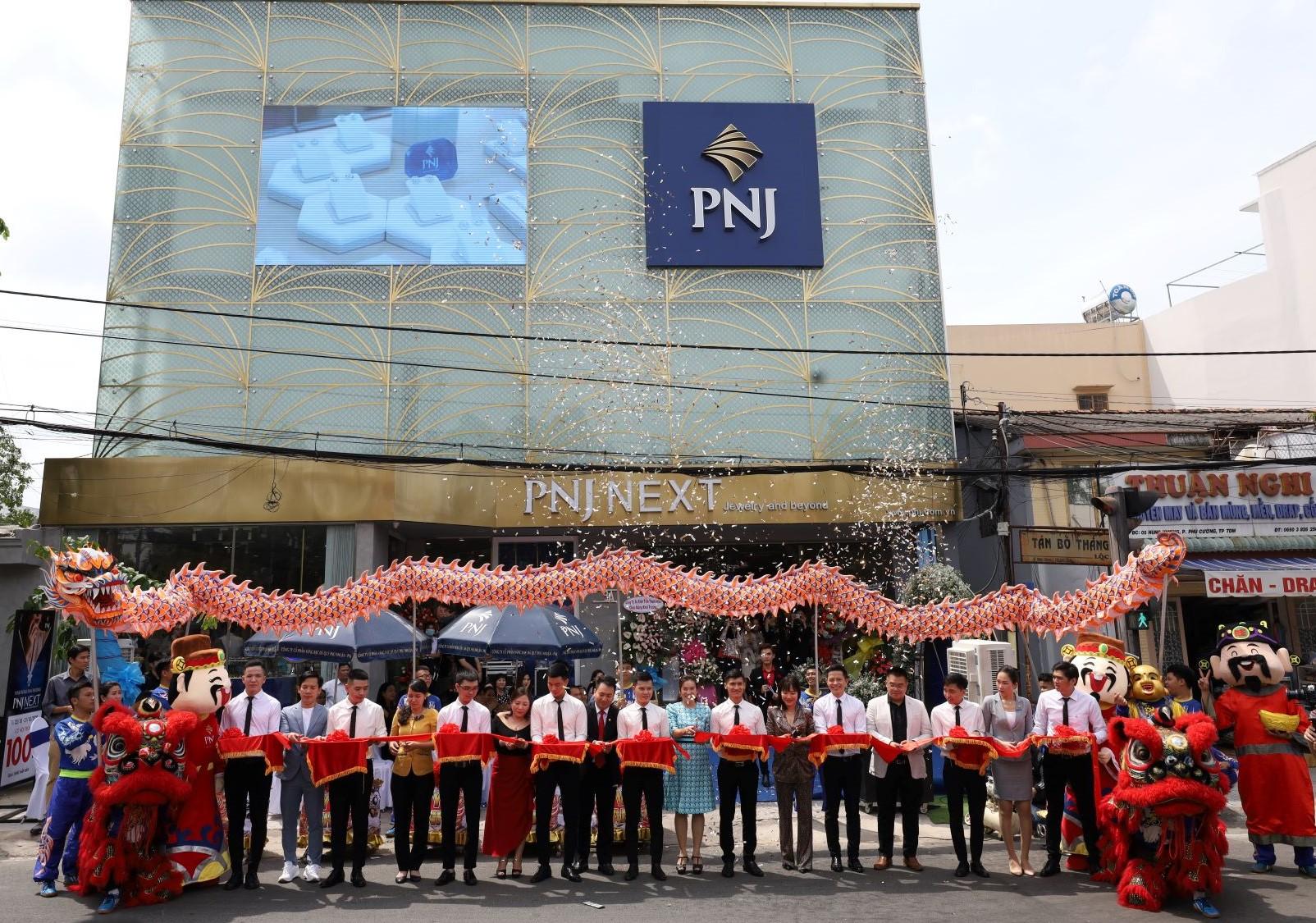 Lễ cắt băng khai trương cửa hàng PNJ Next đầu tiên tại Bình Dương