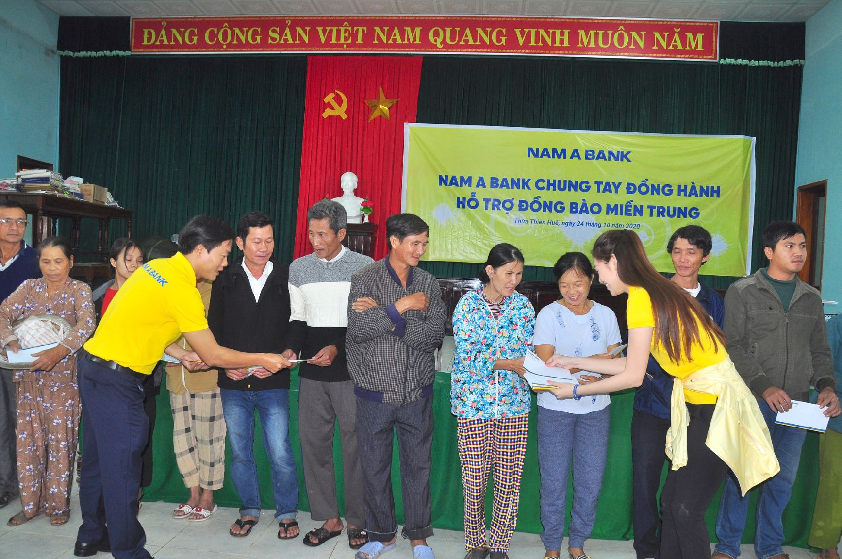 Nam A Bank chung tay hướng về miền Trung thân yêu 2