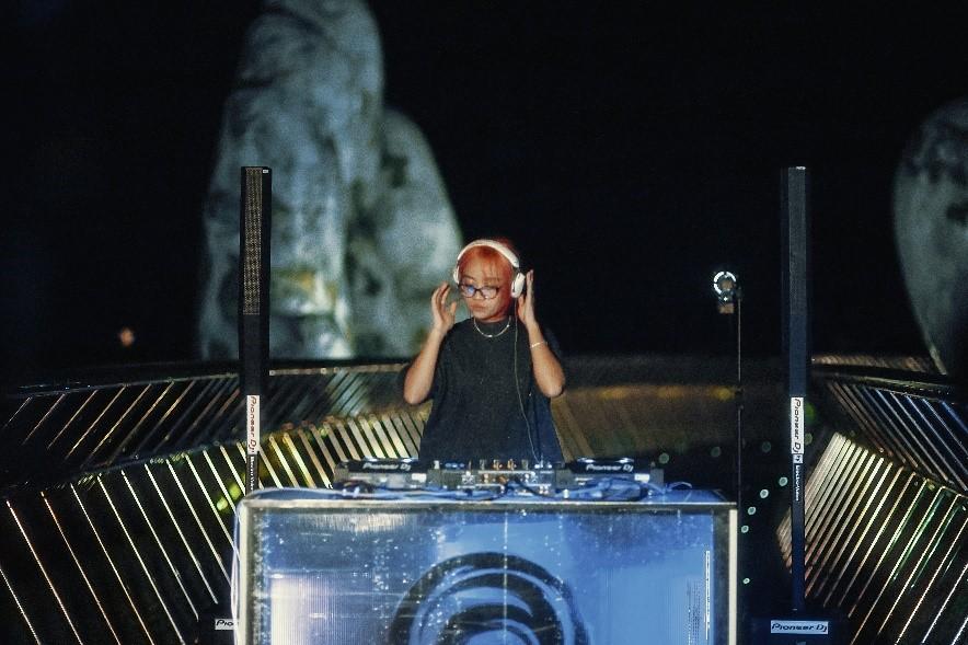Cầu Vàng gây ấn tượng với khán giả thế giới khi trở thành sân khấu cho Lễ hội âm nhạc quốc tế UWSA 1