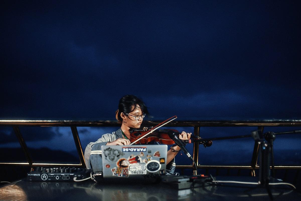 Cầu Vàng gây ấn tượng với khán giả thế giới khi trở thành sân khấu cho Lễ hội âm nhạc quốc tế UWSA 3