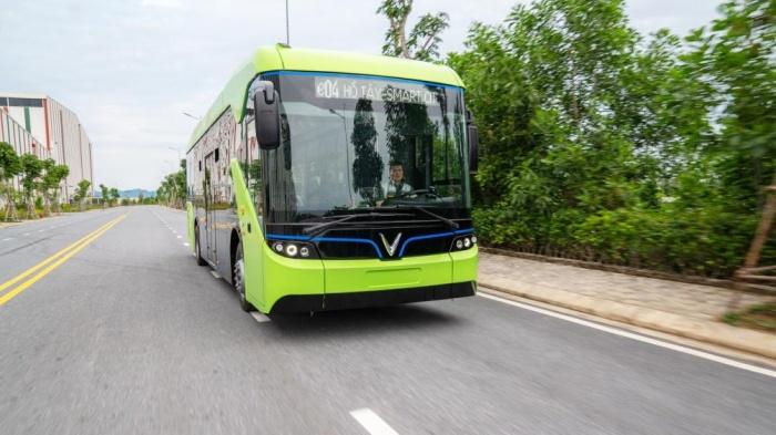 Bộ GTVT cho hay, việc phát triển vận tải hành khách công cộng bằng xe buýt chạy bằng năng lượng điện (xe buýt điện) phù hợp với các chiến lược và quy định hiện nay.