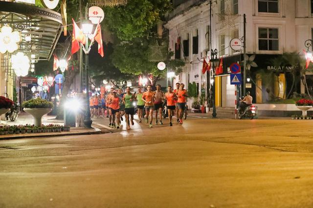 """Dàn pacers VPBank Hanoi Marathon ASEAN 2020 """"khuấy đảo"""" đêm thu Hà Nội 5"""