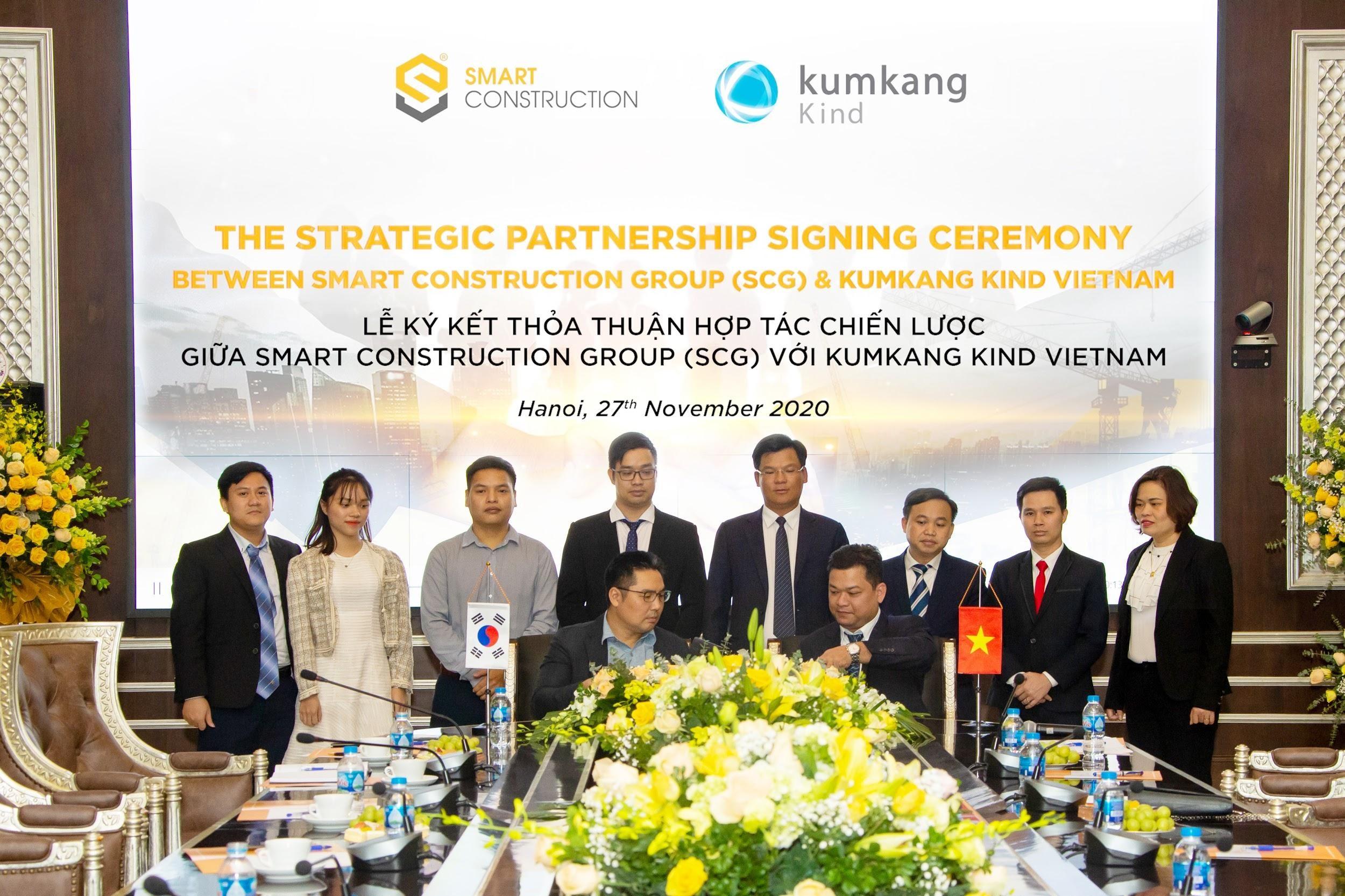 Ông Huỳnh Tấn Quốc - Phó TGĐ SCG ký kết Thỏa thuận hợp tác chiến lược với ông Jang Yeon - General Sales Manager Công ty Kumkang Kind Vietnam