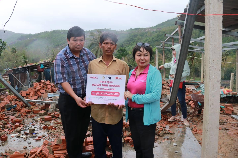 PNJ kịp thời hỗ trợ bà con Quảng Ngãi khắc phục hậu quả cơn bão số 9 3