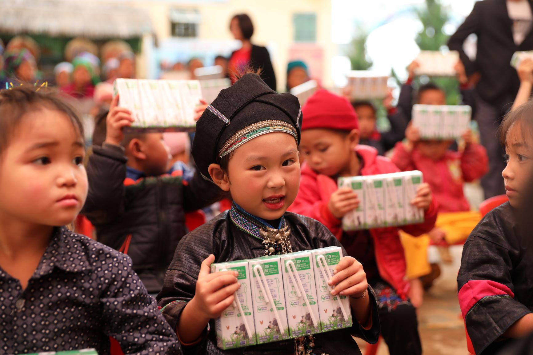Đến trường với niềm vui uống sữa của trẻ vùng cao Hà Giang đã không còn là ước mơ 1