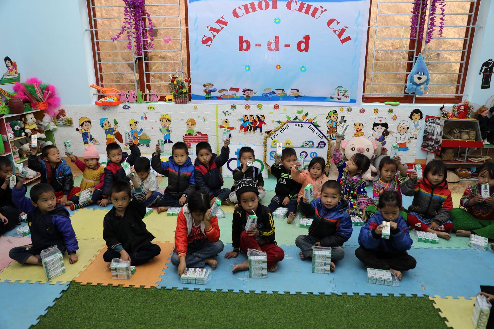 Đến trường với niềm vui uống sữa của trẻ vùng cao Hà Giang đã không còn là ước mơ 5