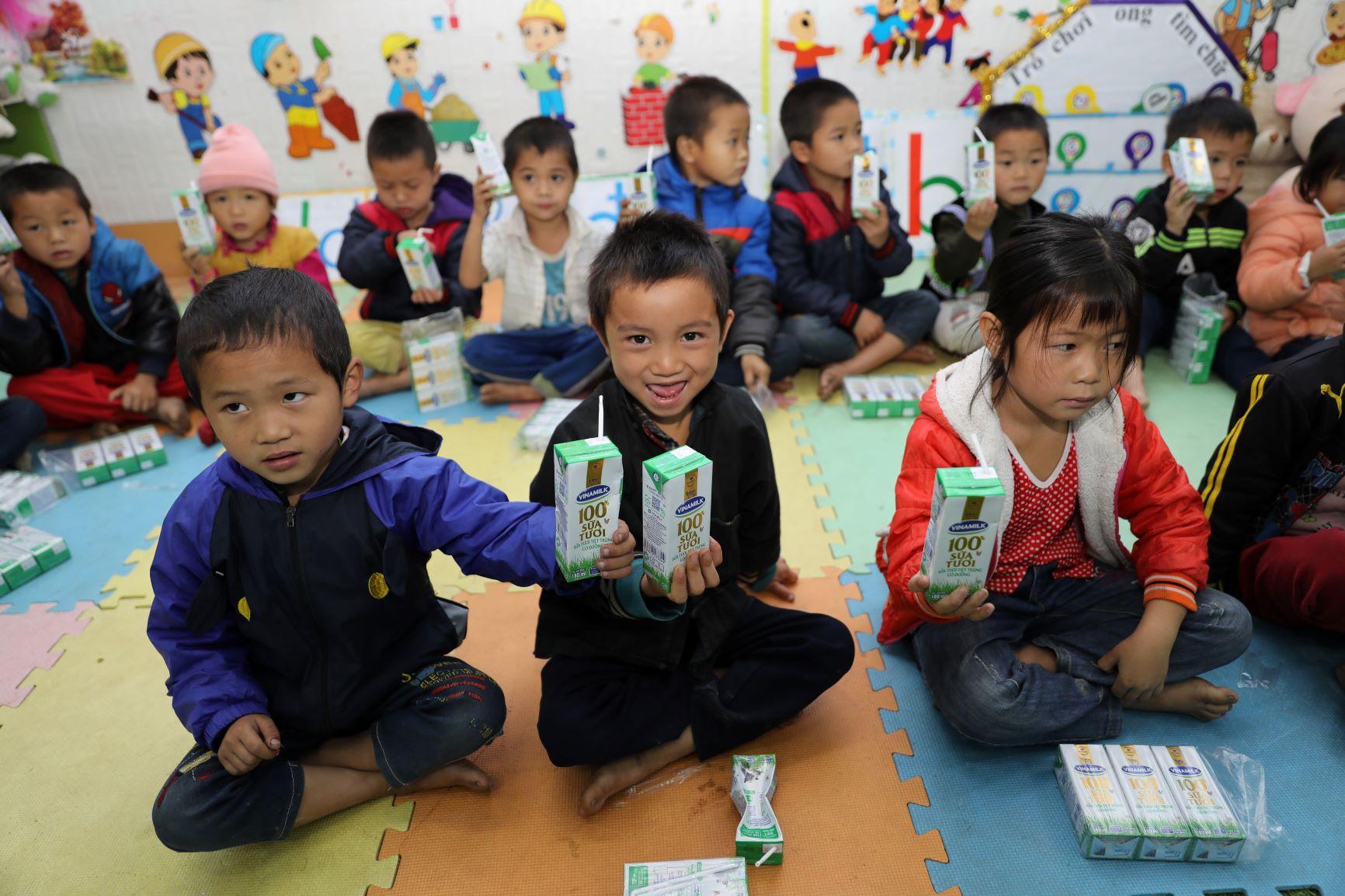 Đến trường với niềm vui uống sữa của trẻ vùng cao Hà Giang đã không còn là ước mơ 6