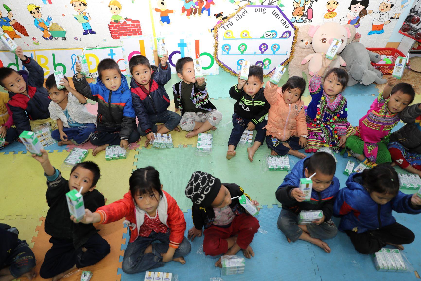 Đến trường với niềm vui uống sữa của trẻ vùng cao Hà Giang đã không còn là ước mơ 7