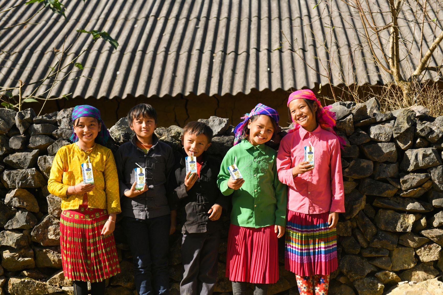 Đến trường với niềm vui uống sữa của trẻ vùng cao Hà Giang đã không còn là ước mơ 10