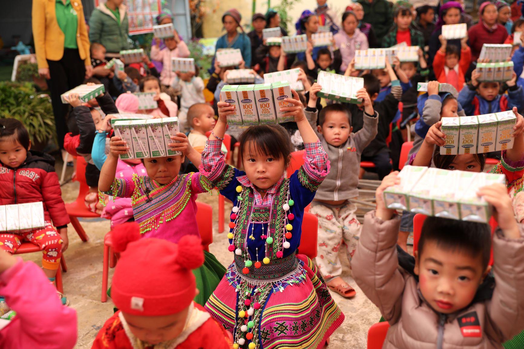 Đến trường với niềm vui uống sữa của trẻ vùng cao Hà Giang đã không còn là ước mơ 13