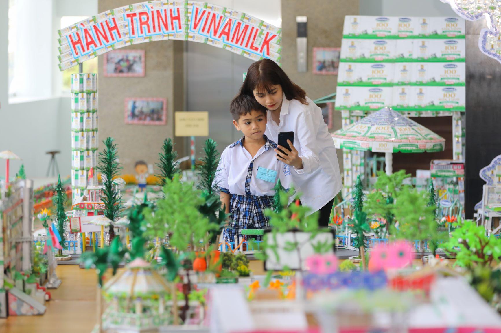 Vinamilk tổ chức Ngày hội Sữa học đường, mang niềm vui uống sữa tại trường đến với trẻ em Vĩnh Long 6