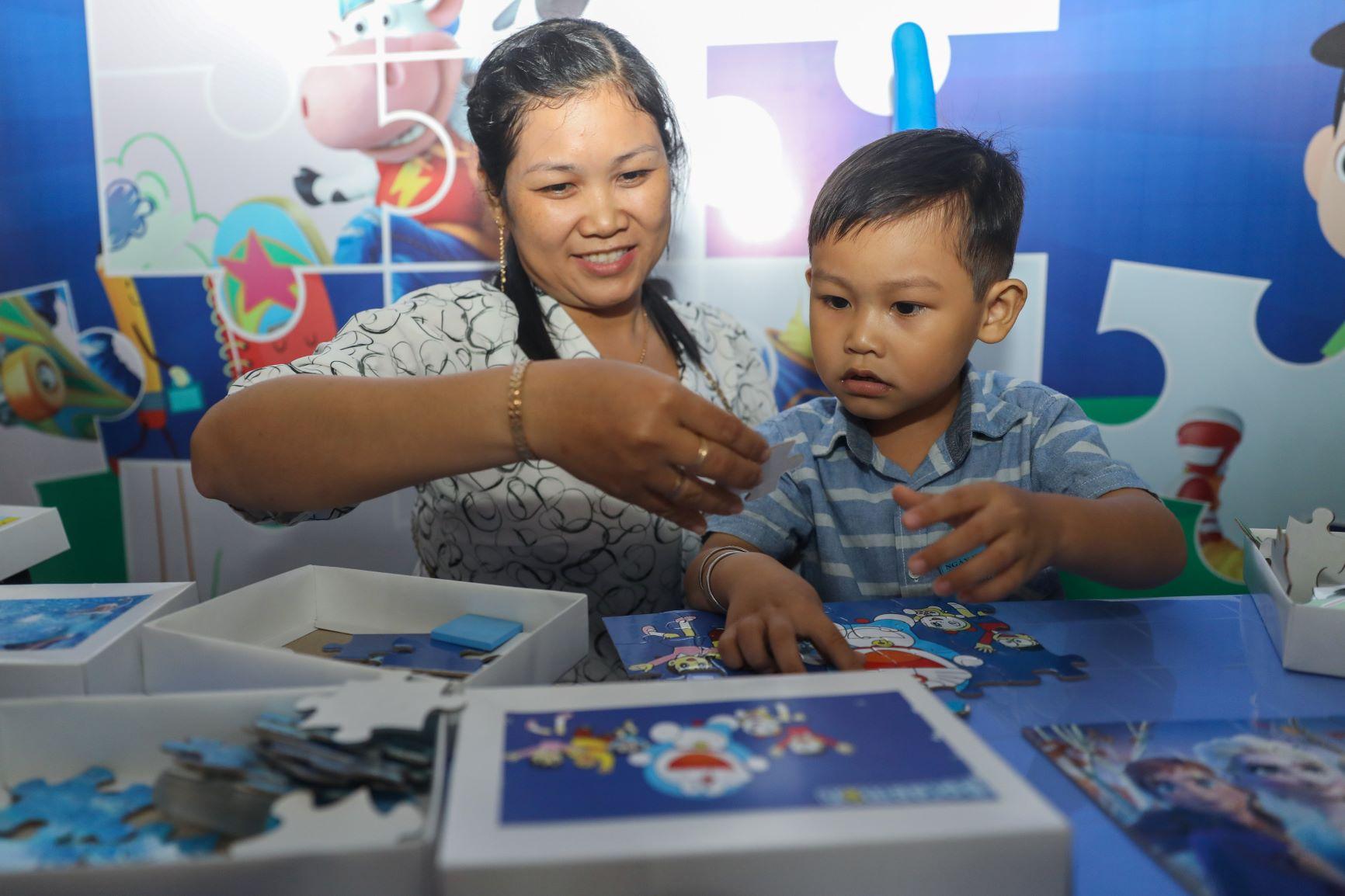 Vinamilk tổ chức Ngày hội Sữa học đường, mang niềm vui uống sữa tại trường đến với trẻ em Vĩnh Long 10