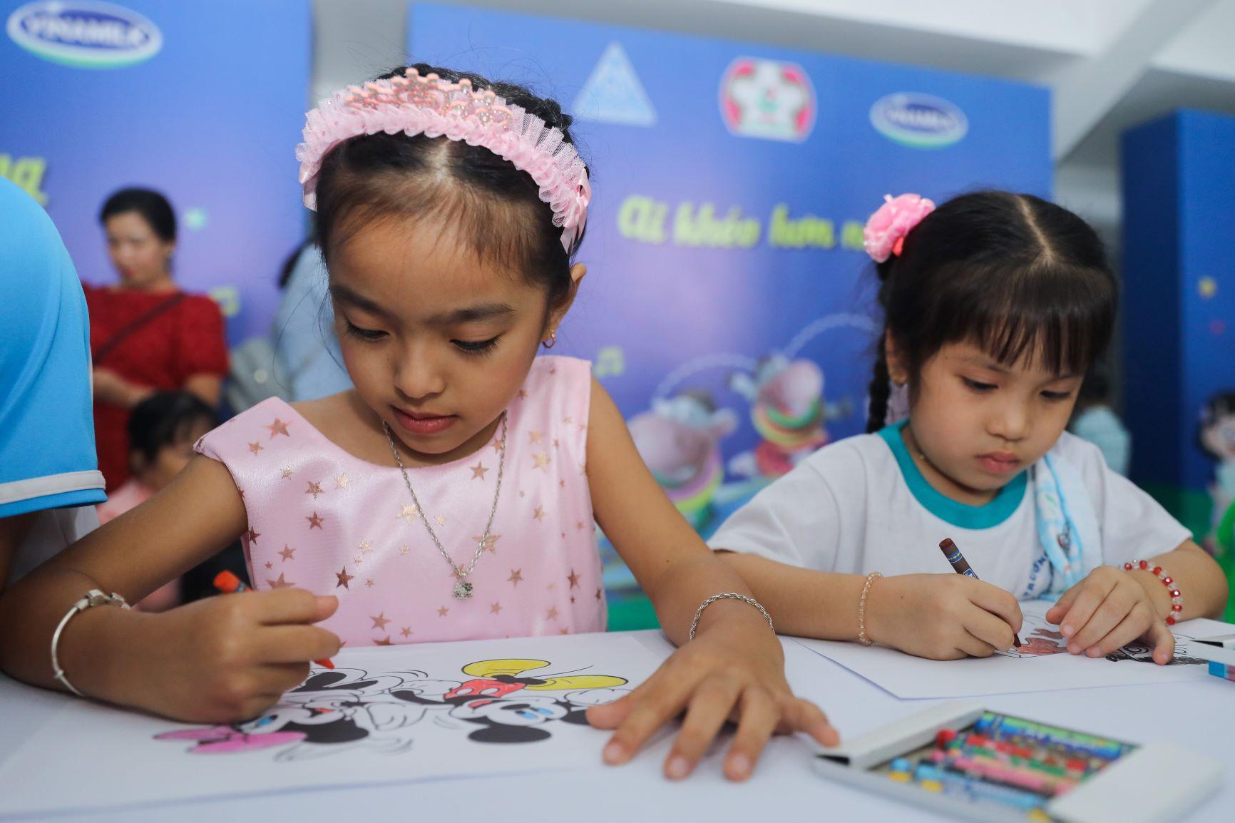 Vinamilk tổ chức Ngày hội Sữa học đường, mang niềm vui uống sữa tại trường đến với trẻ em Vĩnh Long 11