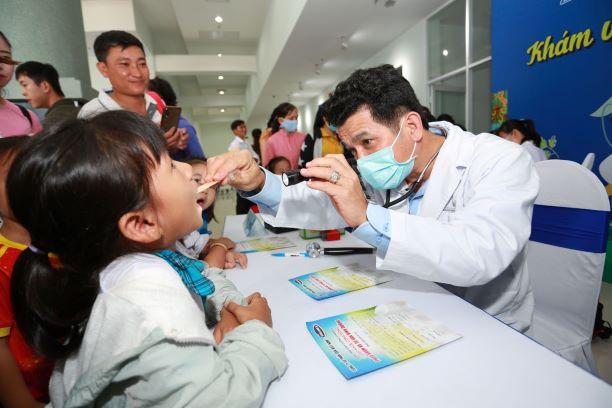 Vinamilk tổ chức Ngày hội Sữa học đường, mang niềm vui uống sữa tại trường đến với trẻ em Vĩnh Long 12