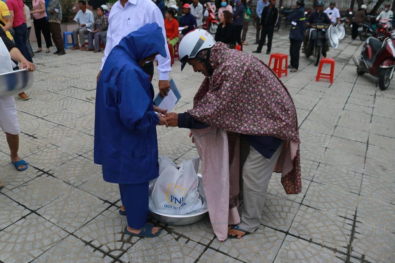 PNJ kịp thời hỗ trợ bà con Quảng Ngãi khắc phục hậu quả cơn bão số 9 2