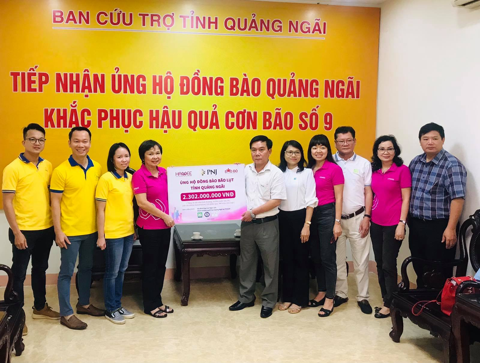 Quỹ Từ Thiện PNJ cùng với Hawee và CLB Sao Đỏ phối hợp hỗ trợ người dân Quảng Ngãi khắc phục sau bão lũ