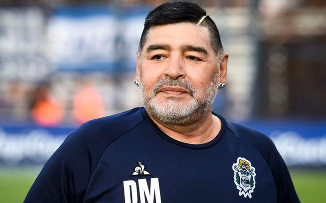 Huyền thoại bóng đá Diego Maradona đã qua đời tại nhà riêng ở Tigre (Argentina) vì một cơn đau tim, không lâu sau khi vừa phẫu thuật não. Ảnh: Trí thức trẻ