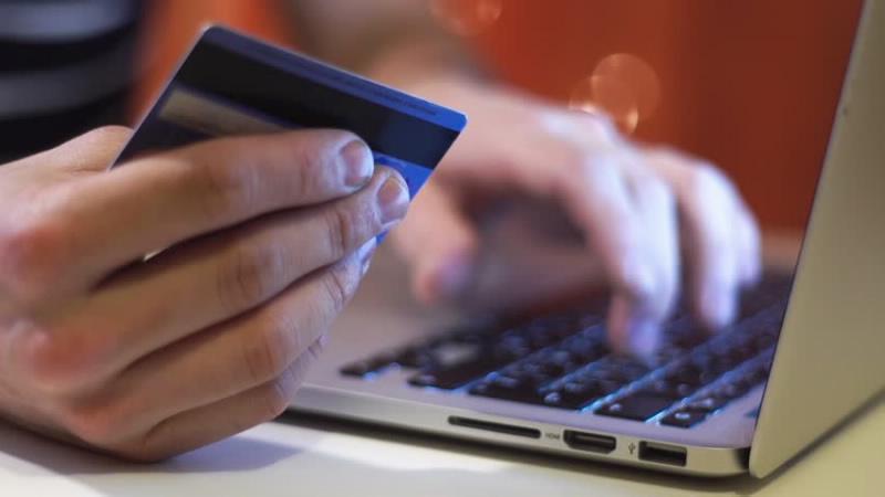 Theo Nghị định 126 từ 5/12/2020, ngành thuế sẽ được nắm dữ liệu giao dịch ngân hàng của cá nhân - một công cụ giúp thu thuế thương mại điện tử. Ảnh minh họa/Nguồn: Thương hiệu & Công luận