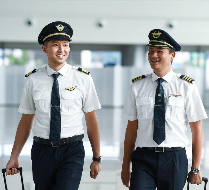Vietnam Airlines than khó cho mình đẩy nguy hiểm cho cộng đồng sao? 1