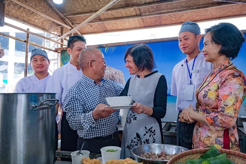 Vinpearl khoe món ăn quốc dân trong Lễ hội phở năm châu 3