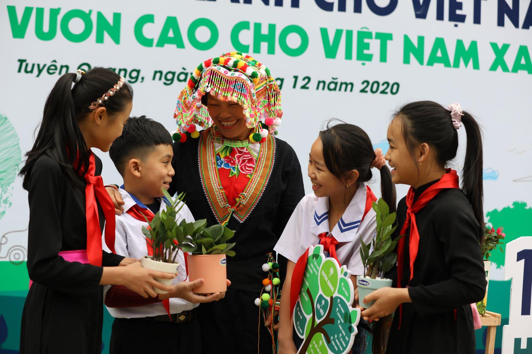 """Quỹ 1 triệu cây xanh cho Việt Nam của Vinamilk - Chương trình vì môi trường tạo được """"dấu ấn xanh"""" đặc biệt với cộng đồng 12"""