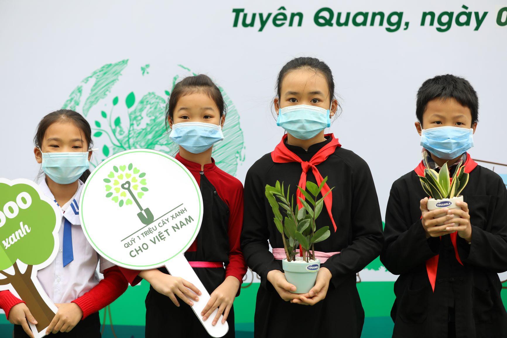 """Quỹ 1 triệu cây xanh cho Việt Nam của Vinamilk - Chương trình vì môi trường tạo được """"dấu ấn xanh"""" đặc biệt với cộng đồng 13"""