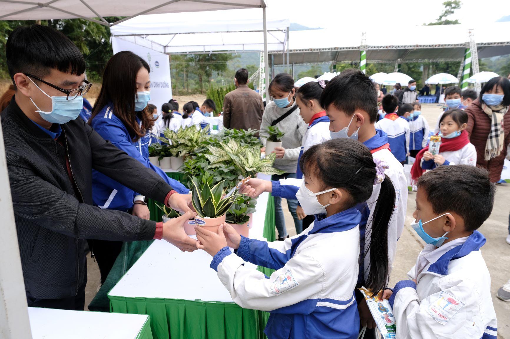 """Quỹ 1 triệu cây xanh cho Việt Nam của Vinamilk - Chương trình vì môi trường tạo được """"dấu ấn xanh"""" đặc biệt với cộng đồng 15"""